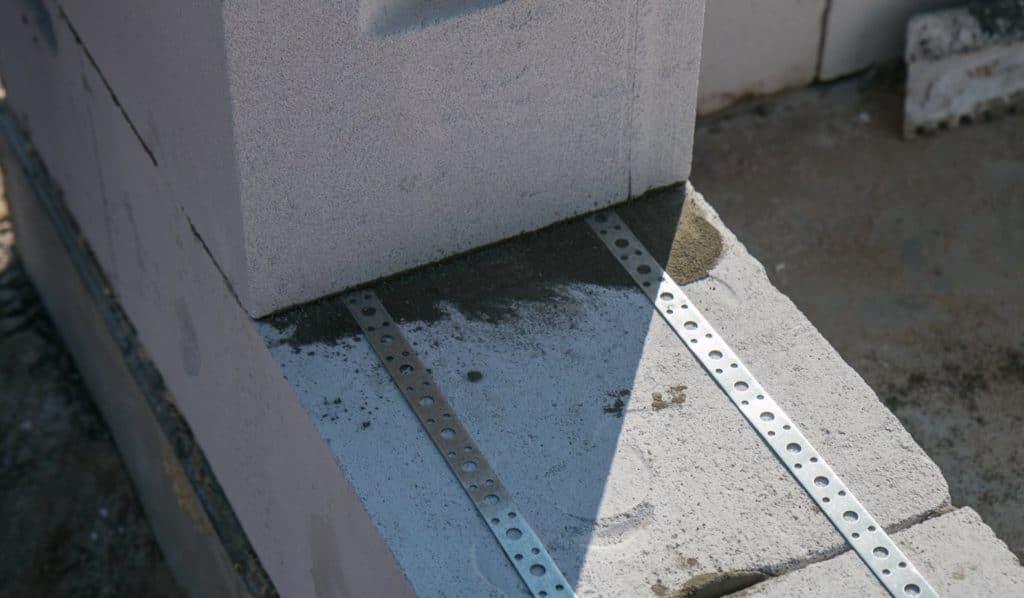 Монтажная перфорированная лента для армирования газобетона