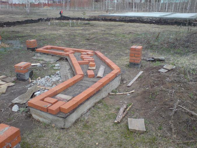 Цементный фундамент для барбекю