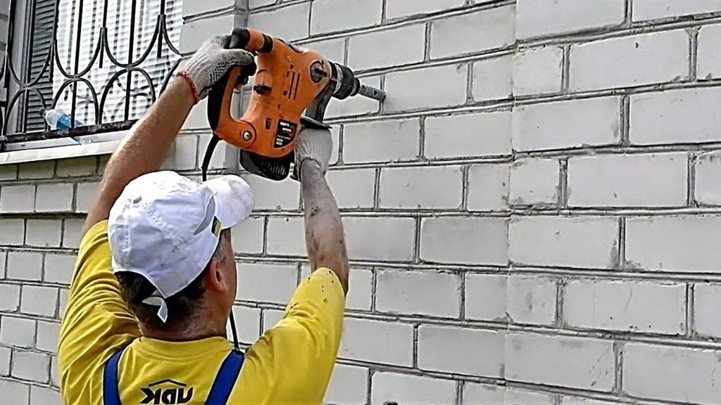 Перфоратор для сверления кирпичной стены