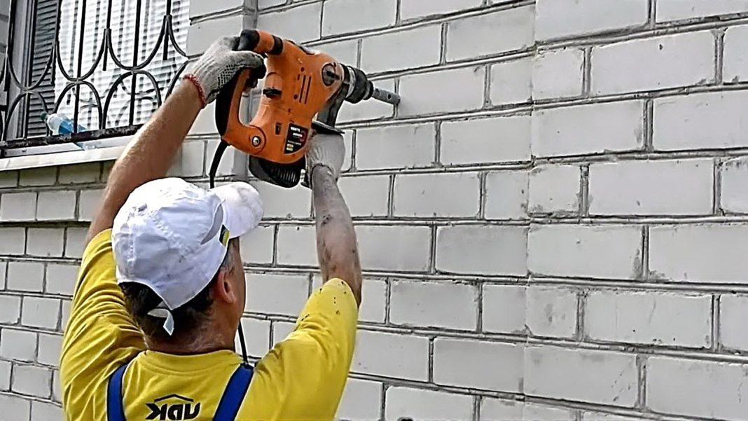 чем сверлить кирпичную стену в квартире