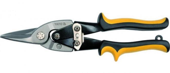 Резка металлочерепицы высечными ножницами