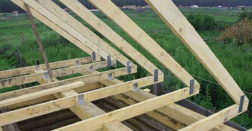 Возведение четырёхскатной вальмовой крыши