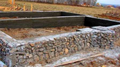 Фундамент из натурального камня