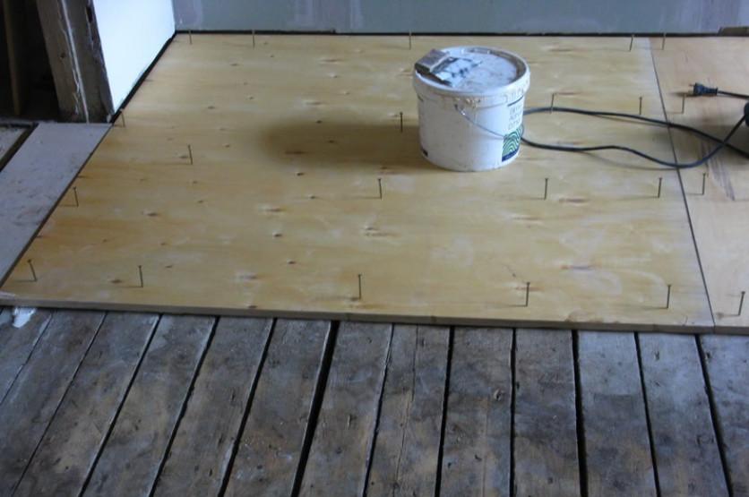 Процесс подготовки перед укладкой ламината на деревянный пол