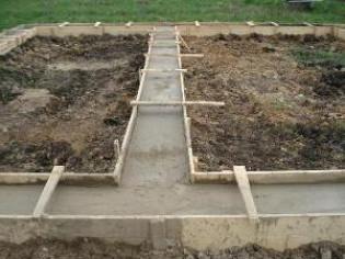 Способ устройства подушки под фундамент