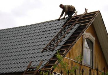 Начинаем правильно крыть крышу металлочерепицей