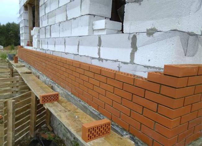Особенности облицовки стен из разных материалов