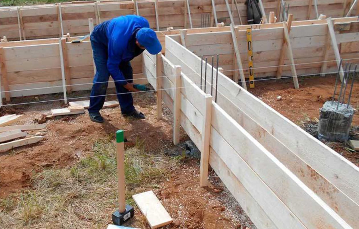 Как сделать опалубку для фундамента своими руками, пошаговая инструкция