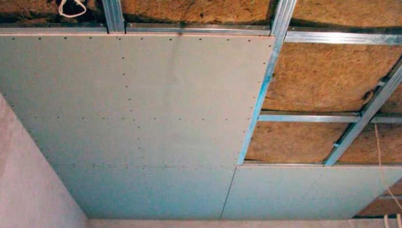 Утепление потолка в деревянном доме минватой