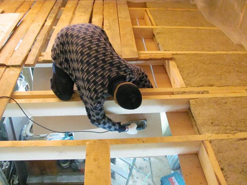 Элементы утепления чердачного перекрытия по деревянным балкам
