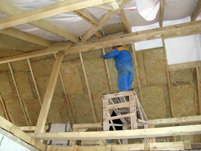 Изолируем скатную крышу по всем правилам
