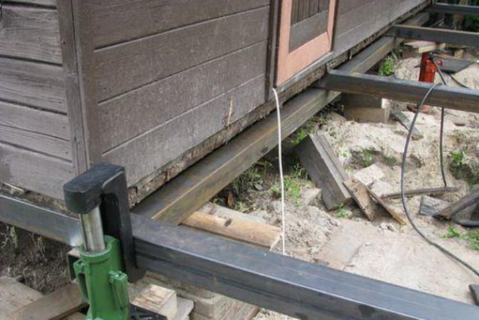 Подъем дома над фундаментом