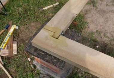 Как положить первый венец дома из бруса: все тонкости и хитрости