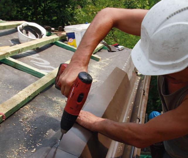Как установить капельник для металлочерепицы – виды и способы монтажа
