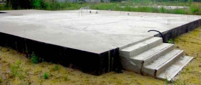 Плитный фундамент под деревянный дом