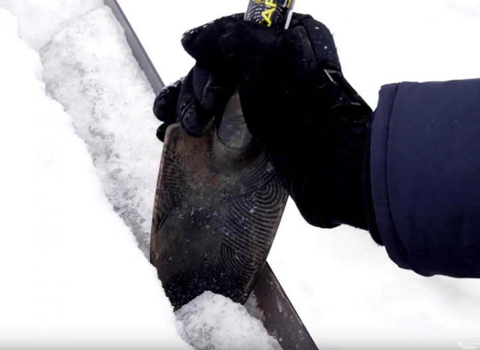 Виды работ по содержанию скатной кровли зимой