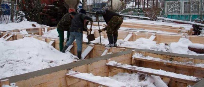 Можно ли заливать фундамент зимой: требования, виды систем теплоизоляции, проведение строительных работ.