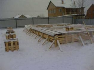 Можно ли оставлять на зиму ненагруженный фундамент?
